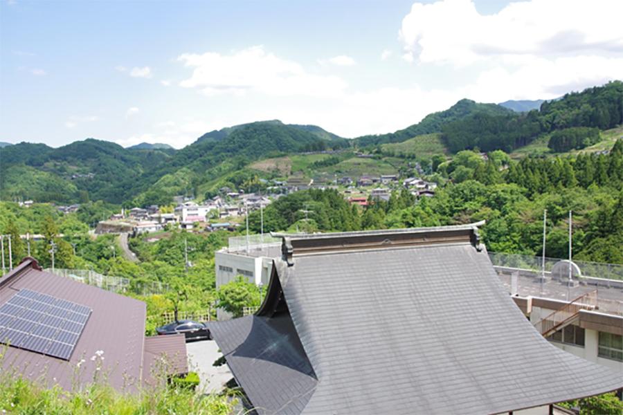 秋山について